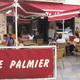 Le restaurant traditionnel Le Palmier à Nîmes vous reçoit en terrasse en centre-ville.