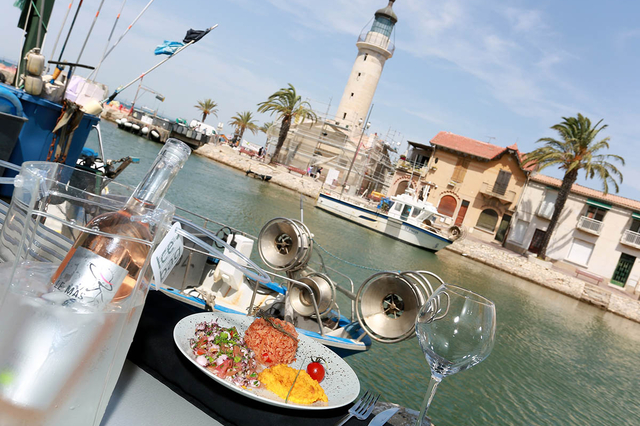 Brasserie du Phare Grau du Roi est un restaurant qui propose une cuisine fait maison à base de produits frais en centre-ville sur les quais.(® SAAM-fabrice Chort)