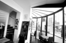 Le Délicafé Nîmes est un bar-restaurant avec des tables sous verrière au centre-ville sur la Place Bellecroix (® networld-fabrice Chort)